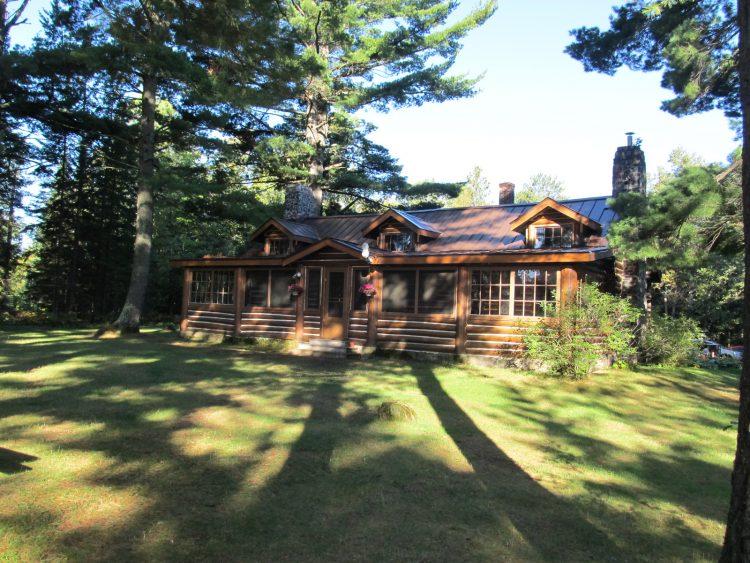 Lodge on Juncob Lake